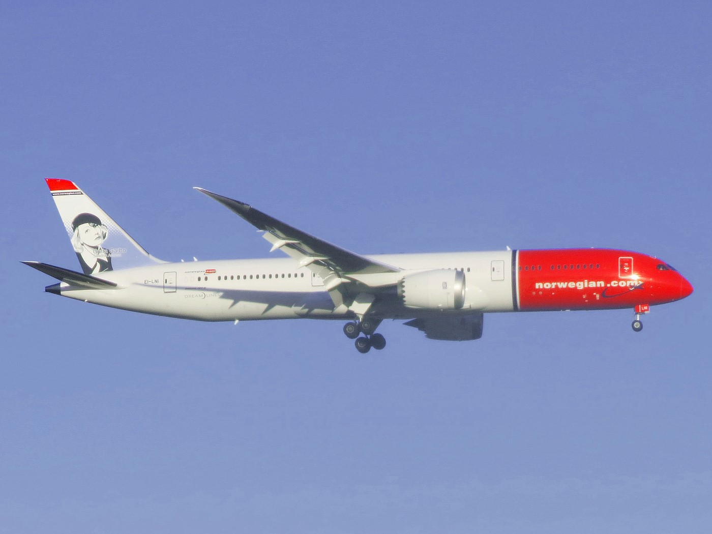 norwegian_air_shuttle_boeing_787-9_dreamliner_ei-lni_greta_garbo_approaching_jfk_airport