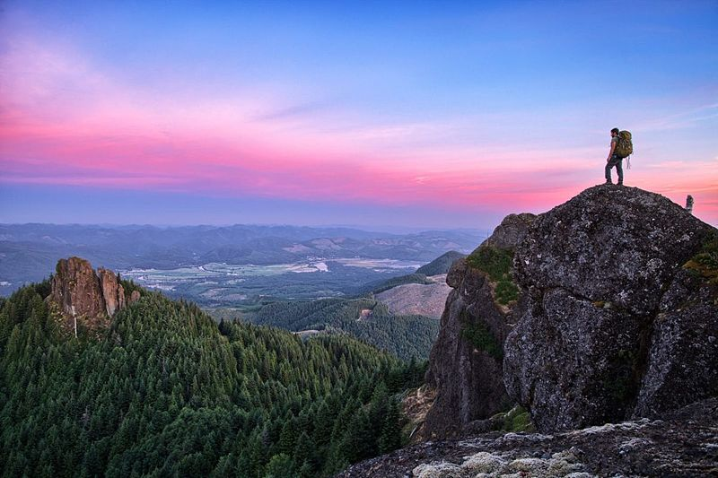 angora-peak-at-sunset-backpacking-trip-_oregon