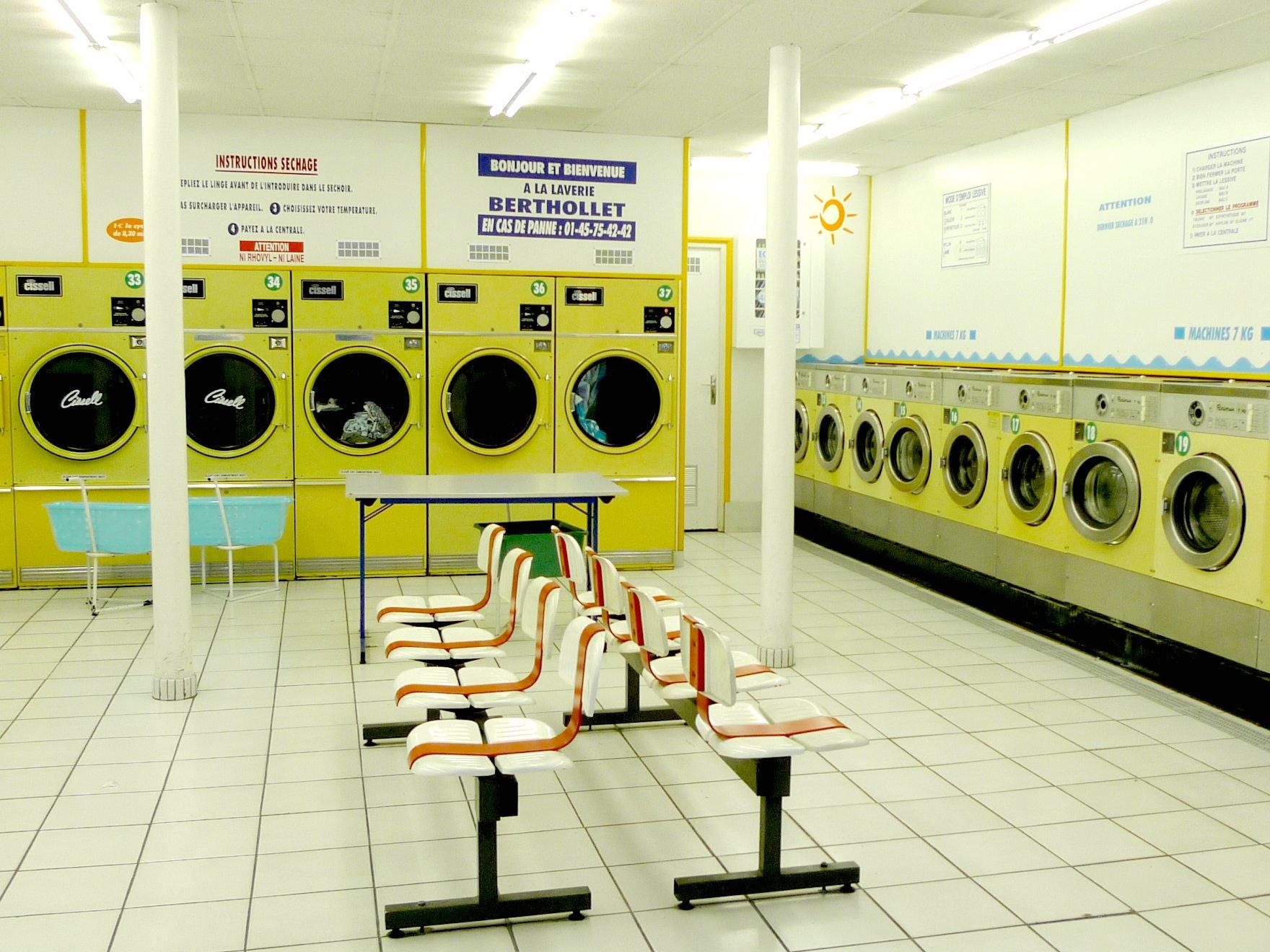 launderette_in_paris-_france